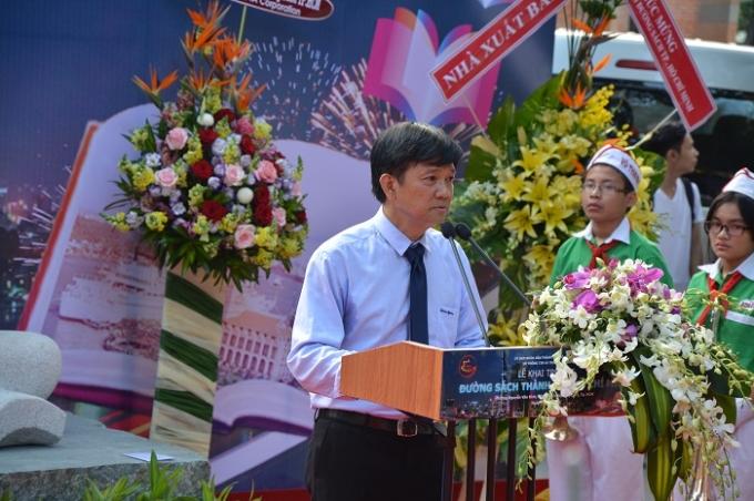 Ông Lê Thế Hỷ, GĐ Sở Thông tin & Truyền thông tuyến bố khai trương Đường sách TP Hồ Chí Minh.