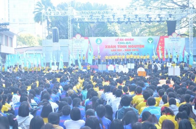 Hàng ngàn sinh viên thành phố đã háo hức tham gia lễ ra quân Chiến dịch Xuân tình nguyện lần thứ VIII - năm 2016 tại nhà văn hóa Thanh Niên Thành phố Hồ Chí Minh sáng nay.