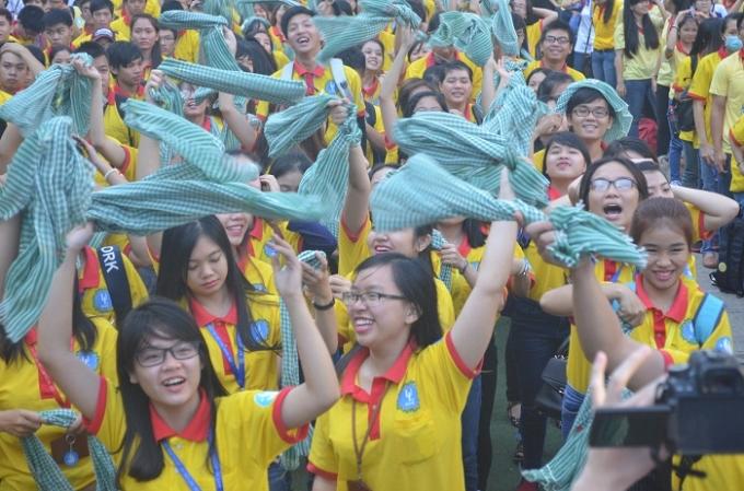 Nhiều sinh viên đã không giấu được cảm xúc phấn khởi khi được có dịp trải nguyện không khí ngày xuân.