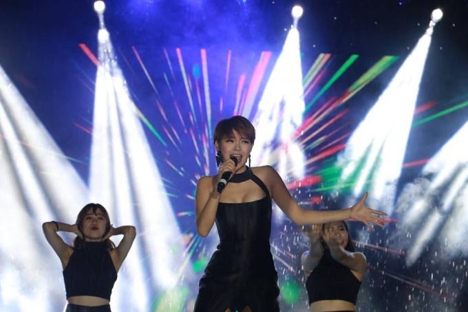 Minh Hằng đã có bữa tiệc âm nhạc thực sự ở Đà Nẵng.