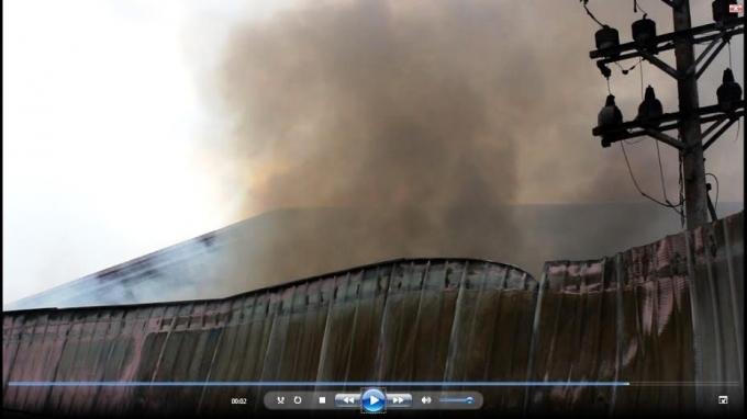 Khói lửa mù mịt phát ra từ cơ sở này