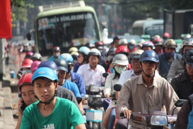 Ô tô chết máy, đường phố trung tâm TP HCM tê liệt