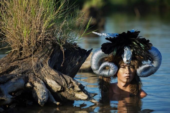 Trước đó, ekip nay đã từng thực hiện nhiều seri ảnh độc đáo như Tình người duyên ma, Nữ thần rắn, Người thú, Giấc mơ Tây Tạng,…