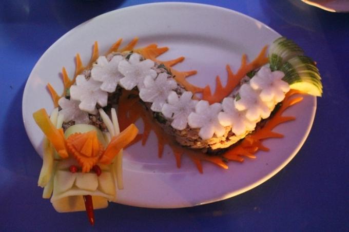 Các món ăn cung đình Huế đòi hỏi người nghệ sĩ phải nêm gia vị nhiều lần để mùi vị vừa miệng...