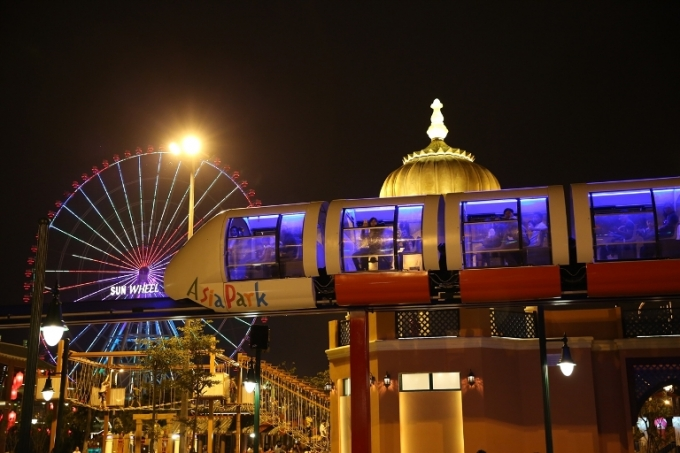Hệ thống Monorail hiện đại tại Asia Park.