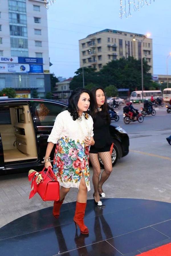 Doanh nhân người Thanh Hóa đến dự sự kiện cùng ca sĩ Thanh Lam. Ảnh: Internet