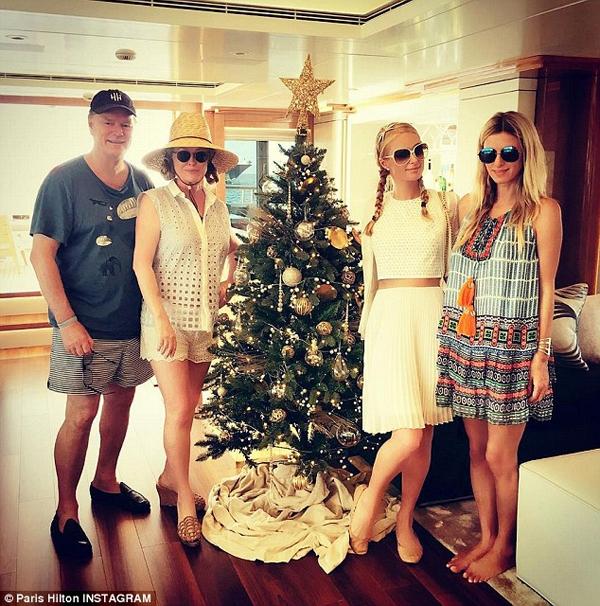 Giàu có, thành đạt và bận rộn song gia đình nhà Hilton vẫn luôn giành thời gian cho nhau trong những kỳ nghỉ đặc biệt. Ảnh: Dailymail