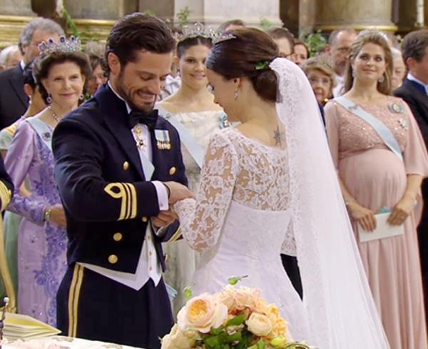 Những bộ váy cưới đẹp nhất của sao thế giới 2015 (P2)
