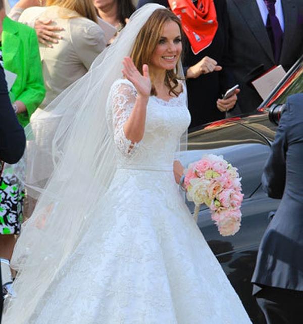 Chiếc váy cưới được thiết kế đơn giản, nhẹ nhàng nhưng vô cùng tinh sảo bằng chất liệu ren cao cấp. Ảnh: Internet