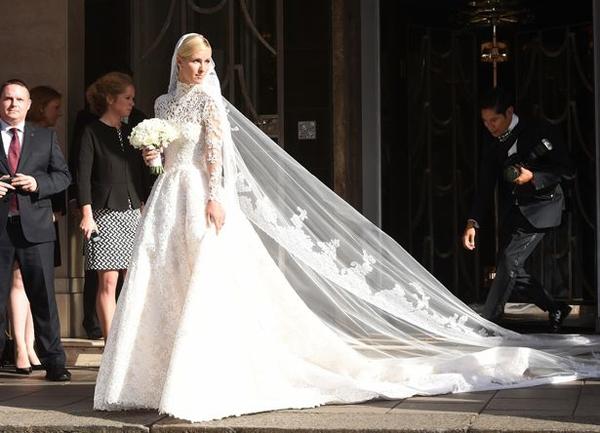Nicky Hilton xuất hiện lộng lẫy trong ngày cưới của mình khi diện một thiết kế đắt giá đến từ thương hiệuValentino. Ảnh: Internet