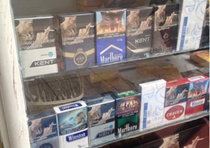 Hàng loạt thuốc lá lậu được nhập vào Việt Nam với đầy đủ các nhãn hiệu