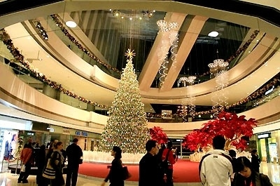 Mua sắm nhộn nhịp tại các tòa nhà trung tâm Hongkong dịp cuối năm. (Ảnh: kienvietblog)
