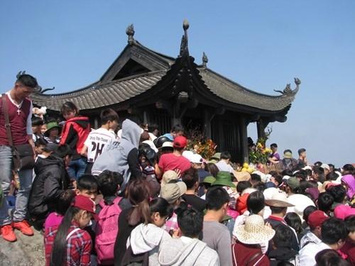 Tọa lạc trên đỉnh Yên Tử, chùa Đồng được khởi dựng từ thời Hậu Lê với tên gọi Thiên Trúc Tự. Năm 2007, chùa mới được đúc hoàn toàn bằng đồng nguyên chất với chiều dài 4,6 m, rộng 3,6 m, cao 3,35 m và nặng hơn 70 tấn.