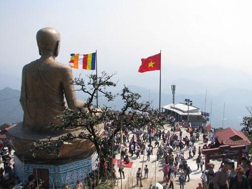 Đây là bức tượng đồng Phật Hoàng Trần Nhân Tông lớn nhất Việt Nam. Được khánh thành đầu tháng 12/2013, tượng được đúc bằng đồng nguyên khối, cao 15 m, nặng 138 tấn, tọa lạc trên đỉnh An Kỳ Sinh có độ cao 900 m so với mặt nước biển.