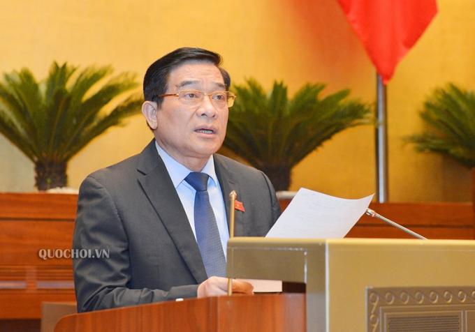 Chủ tịch Hội đồng Dân tộc của Quốc hội Hà Ngọc Chiến trình bày Báo cáo thẩm tra.
