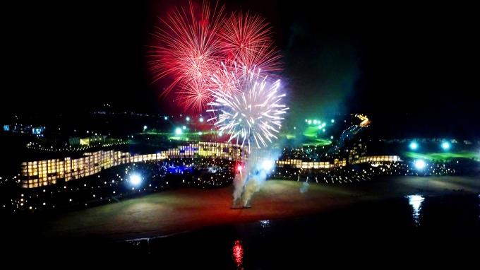 Màn pháo hoa nghệ thuật chúc mừng khánh thành Quần thể du lịch nghỉ dưỡng sinh thái FLC Quy Nhơn.