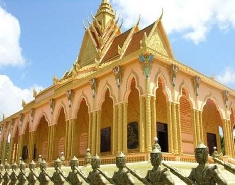 Chùa Phnô-đung cũng là ngôi chùa cổ tại huyện Trà Cú, nơi ông Trầm Bê bỏ 7,5 tỷ trùng tu lại.