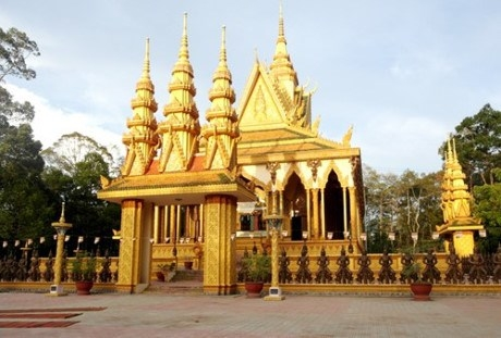 Chùa Cà Hom- ngôi chùa mà đại gia Trầm Bê đã bỏ khoảng 10 tỷ ra xây dựng.