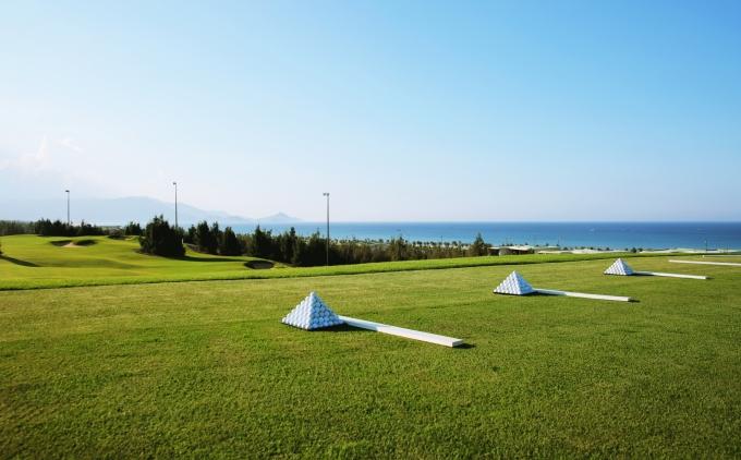 """Sân tập đẹp """"chưa từng thấy"""" của FLC Quy Nhơn Golf Links"""