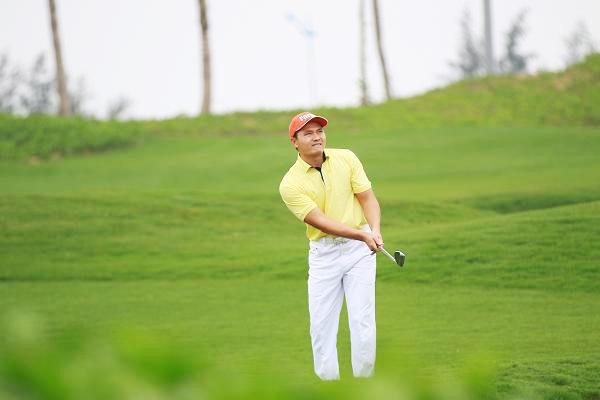 Golfer Thái Trung Hiếu trải nghiệm sân golf links của FLC