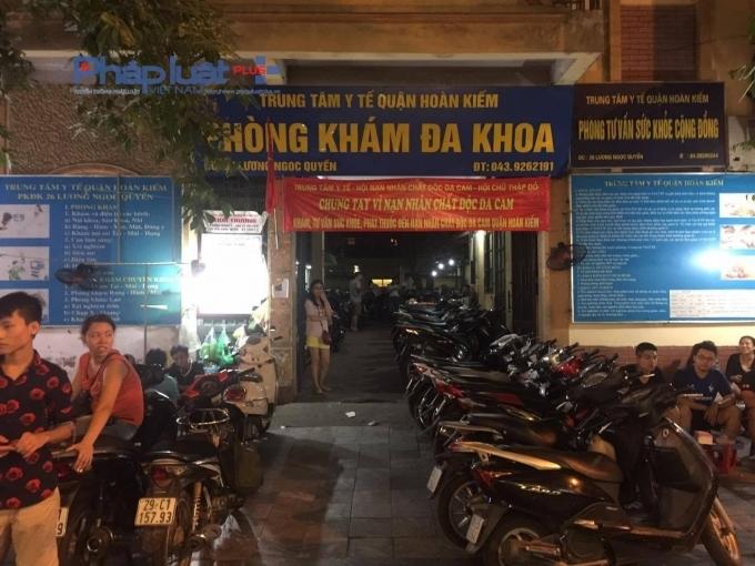 Trung tâm y tế quận Hoàn Kiếm tuy có giấy phép trông giữ xe nhưng cũng thu tới 10.000 đồng/xe.