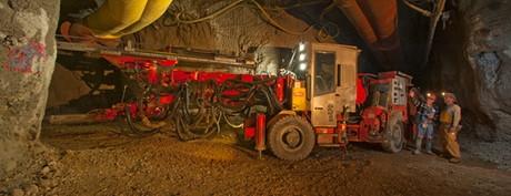 Bên trong hầm khai thác mỏ vàng Cortez nằm cách phía tây nam của Elko, Nevada 100 km.