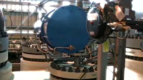 Cận cảnh dàn máy móc hiện đại bên trong nhà máy khai thác vàng.