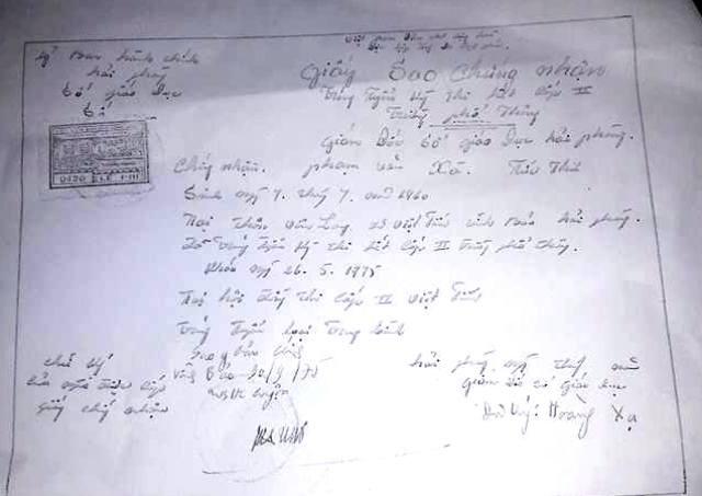 Giấy sao chứng nhận trúng tuyển kỳ thi hết cấp II được viết bằng tay do ông Thư cung cấp cho phóng viên