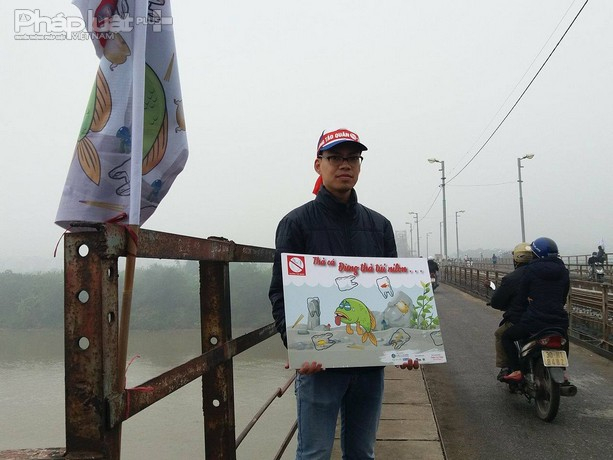 Mặc dù thời tiết rất lạnh nhưng các thành viên trong nhóm đã có mặt từ rất sớm để tham gia tuyên truyền.