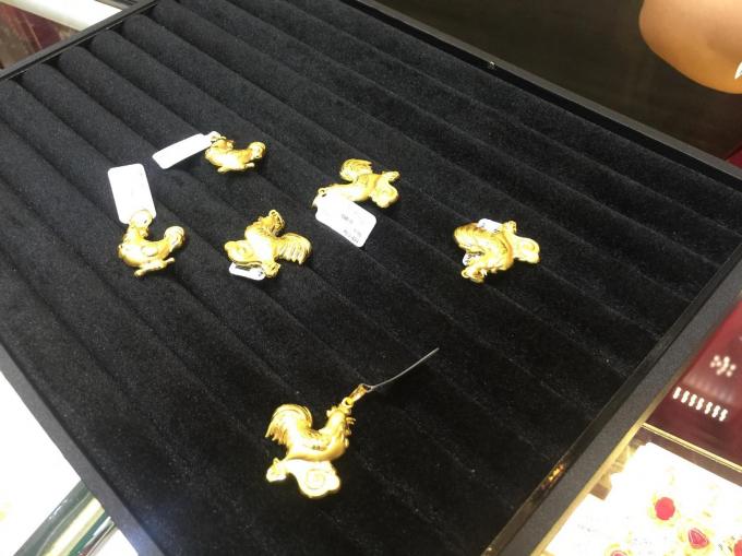 Mỗi con gà vàng có giá trị từ khoảng 3,9 đến 4,7 triệu đồng.