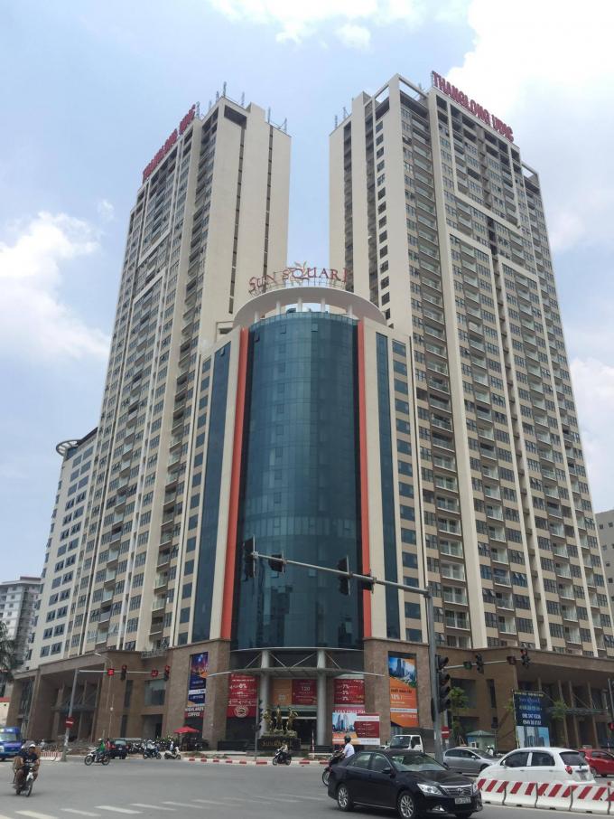 Dự án Sun Square do Công ty Cổ phần Đầu tư Phát triển Đô thị Thăng Long (Công ty Thăng Long) làm chủ đầu tư.Dự án này là một tổ hợp gồm 5 tòa với 2 tầng tháp văn phòng 17 tầng, 1 tòa kết hợp giữa văn phòng và dịch vụ 21 tầng , 2 tòa tháp căn hộ cao cấp cao 30 tầng