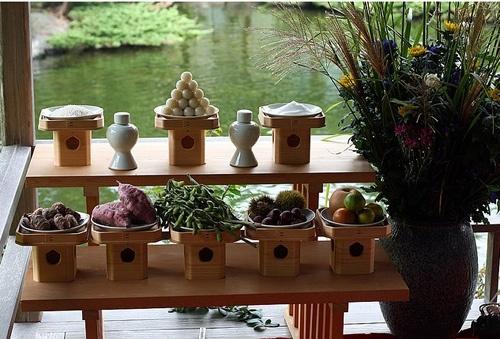 Nhật Bản:Ở Nhật, ngày lễ Trung thu được gọi là Tsukimi hoặc Otsukimi, có nghĩa là