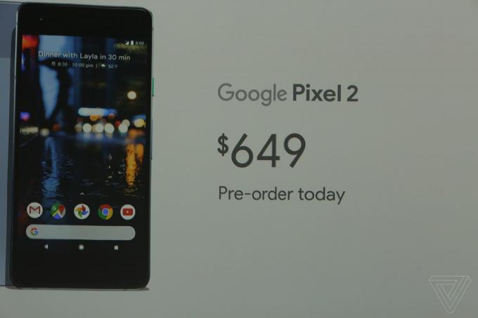 Google Pixel 2 sẽ được bán vào giữa tháng này với mức giá 650 USD (khoảng 15 triệu đồng), thêm 100 USD để mua phiên bản dung lượng cao hơn. Các tùy chọn màu hiện tại bao gồm xanh, đen và trắng.