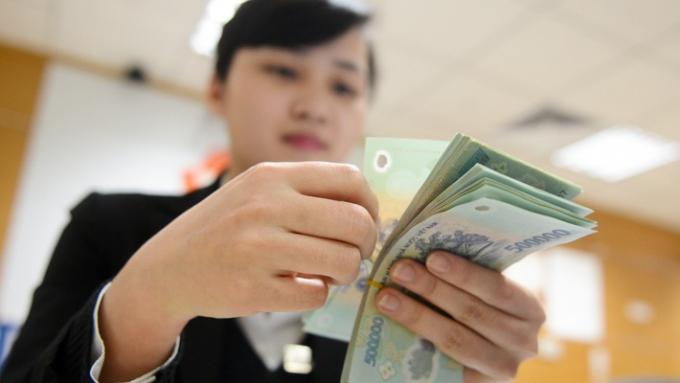 Tính toán một cách tương đối, các ngân hàng chỉ cần nhận 1 USD trên mỗi tài khoản khách hàng cá nhân của mình, cũng đã có thể tạo ra doanh thu hàng triệu USD mỗi năm.