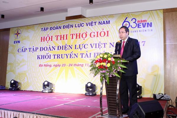 Ông Đỗ Đức Hùng - Phó Chủ tịch Công đoàn Điện lực Việt Nam phát biểu khai mạc và chỉ đạo Hội thi.