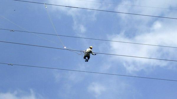 Bảo dưỡng đường dây 220 kV Châu Đốc - Tà Keo (ảnh Hữu Nhân)