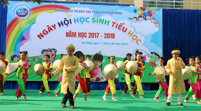 Ngoài tài trợ cho chương trình, FrieslandCampina Việt Nam còn mang đến những kiến thức về dinh dưỡng và vận động hợp lý
