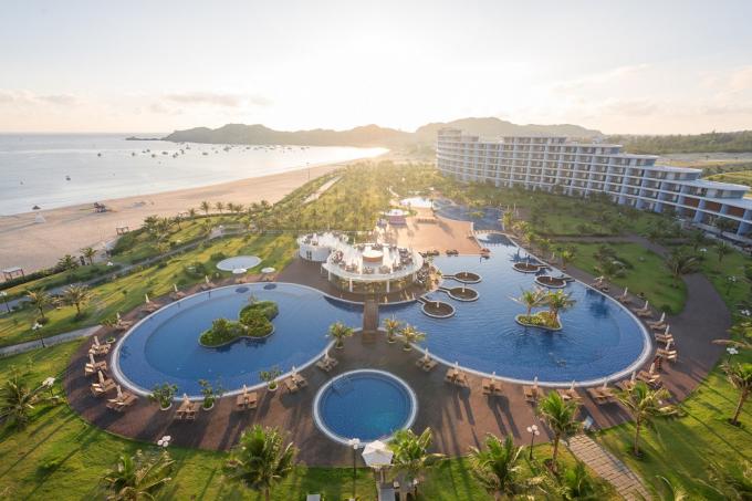 Quần thể nghỉ dưỡng FLC Quy Nhon Beach & Golf Resort nằm ngay sát biển Nhơn Lý là lựa chọn hàng đầu cho du khách muốn nghỉ dưỡng tại Quy Nhơn