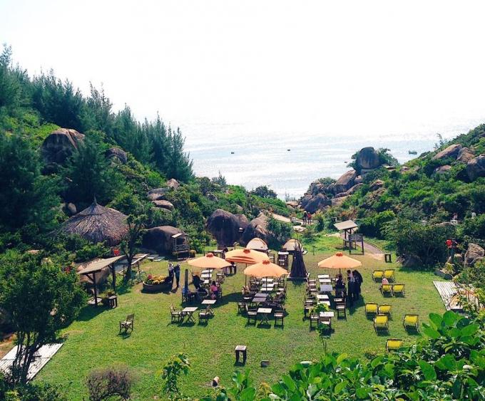 """Khu du lịch Trung Lương được ví như """"Jeju của Việt Nam"""" với những quán café, quán ăn nhìn thẳng ra biển, những góc check-in lung linh"""
