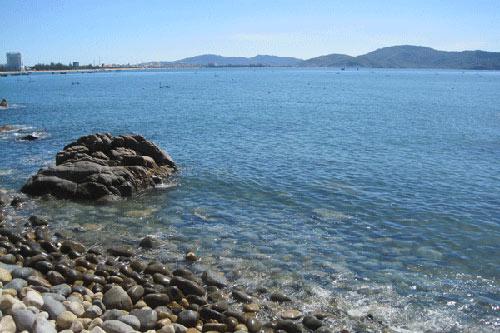 Từ Ghềnh Ráng, du khách có thể ngắm gần trọn vẻ đẹp phố biển Quy Nhơn