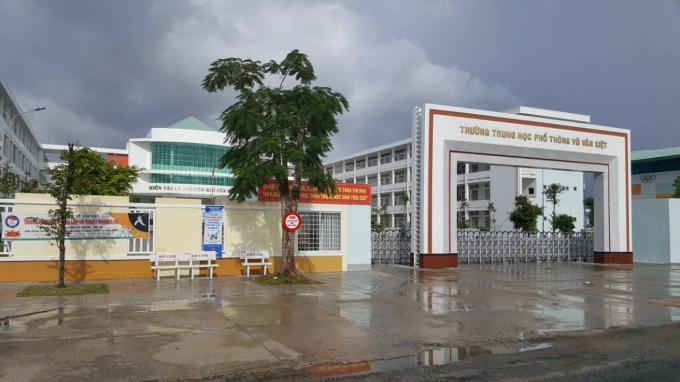 Trường THPT Võ Văn Kiệt.