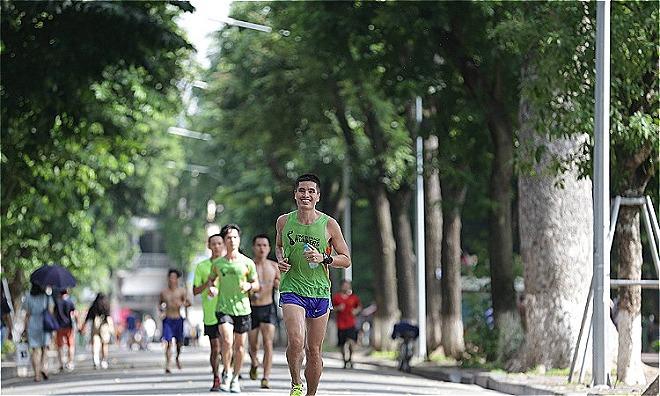 Bác sĩ Linh trên đường chạy hằngngày. Ảnh:NVCC