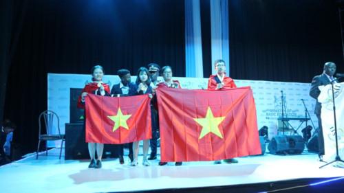 Bốn học sinh Việt Nam giành Huy chương Vàng Giải cá nhân. (Ảnh: Sở GD&ĐT Hà Nội cung cấp )