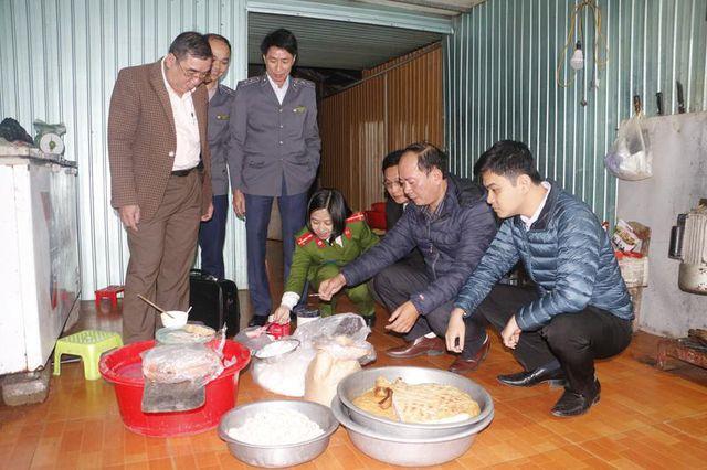 10kg giò và 10 kg chả đều dương tính với hàn the được phát hiện tại cơ sở của bà Bùi Thị Thủy ở thị trấn Đức Thọ