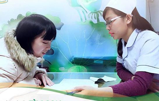 Các bác sĩ BV Phụ sản Hà Nội tư vấn cho bệnh nhân