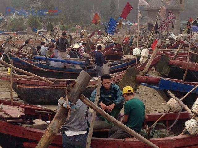 Thuyền bè, ngư lưới cụ đã được sửa sang, chuẩn bị cho những ngày ra khơi tiếp theo. (Ảnh: Anh Thắng)