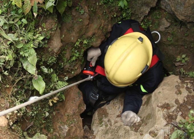 Những bước thăm dò vào hang đầy nguy hiểm.....