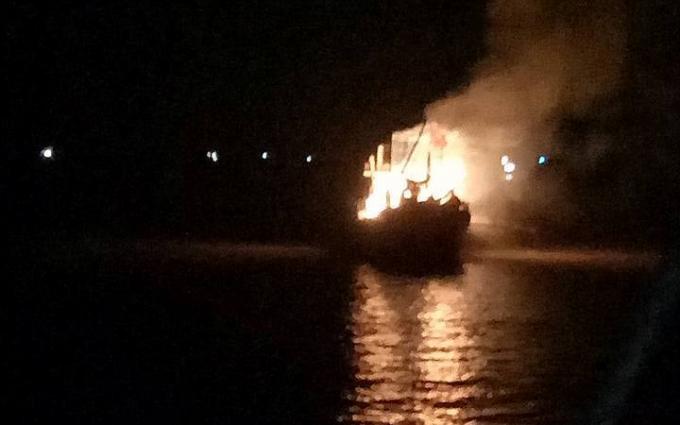 Ngọn lửa bốc cháy dữ dội kèm gió lớn khiến công tác cứu hộ gặp nhiều khó khăn