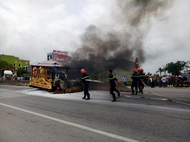Lực lượng cảnh sát PCCC đã có mặt tại hiện trường khống chế đám cháy