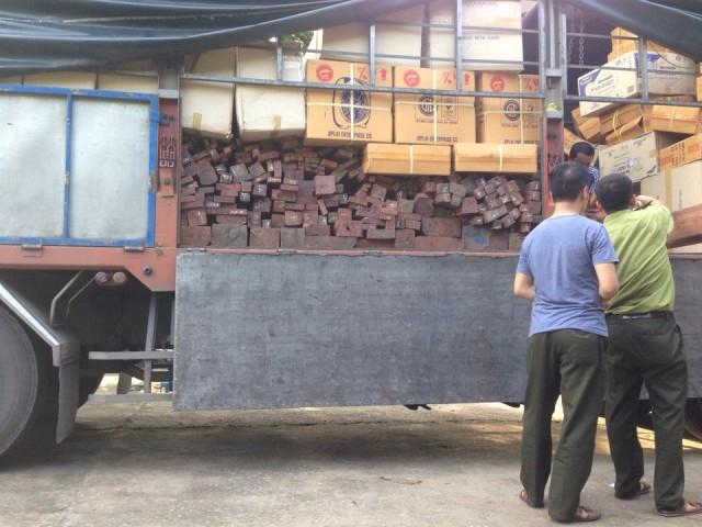 Trạm CSGT Quảng Xương bắt giữ 6m3 gỗ nhóm 1 không giấy tờ vận chuyển. (Ảnh: CSGT cung cấp)
